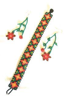 Huichol art Woven Bracelets, Seed Bead Bracelets, Seed Beads, Beaded Jewelry Patterns, Beading Patterns, Mexican Designs, Native American Beadwork, Perler Patterns, Brick Stitch