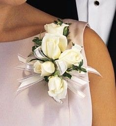 Mother Of The Bride S Corsage With Ranunculus Or Garden Roses Instead
