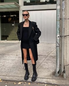 Edgy all black casual outfit. Best Street Style, Street Style Outfits, Casual Outfits, Cute Outfits, Fashion 2020, Look Fashion, Winter Fashion, Fashion Outfits, Womens Fashion