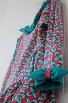 julia-ileana kleedje, We zijn hier fan van de julia-sweater en verliefd op het ileana-strikje ... wat moet dat dan niet geven als beiden gecombineerd worden tot een kleedje...  #contest2015 #Juliasweater #patternhack Check more at https://compagnie-m.com/blog/julia-ileana-kleedje/