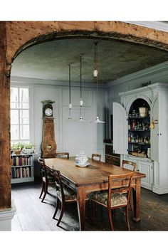 Charming, rustic dining room in Bath, London, UK. With a characteristic respect for the fabric of this eighteenth-century house in Bath, designer Patrick Williams has carefully transformed it into a welcoming home and B&B. Farmhouse Dining, Dining Room Design, Georgian Homes, Dining Table, House Interior, Dining Room Decor, Sweet Home, Dining Room Table, Rustic Dining Room