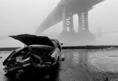 new york city, manhattan bridge and brooklyn bridge in the fog, ferdinando scianna, Magnum Photo Henri Cartier Bresson, Manhattan Bridge, Brooklyn Bridge, Manhattan Nyc, Lower Manhattan, Magnum Photos, White Photography, Street Photography, Photography Captions