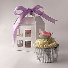 Sweet Lantern Design~ White cupcake boxes for one cupcake! Cupcake Gift, Cupcake Boxes, Box Cake, Cupcake Cookies, Cupcake Stands, White Cupcakes, Mini Cupcakes, Lantern Designs, Beautiful Cupcakes