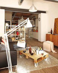 Pequeño apartamento en Barcelona con la recuperación de los muebles