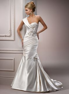 This is a wow factor dress! Maggie Sottero delivered with this bridal gown style name --- Kristin