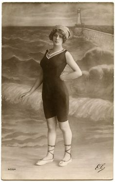 Vintage Bathing Suit Photo - Cute Lady! - The Graphics Fairy