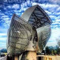 RG @nicolefritton Good morning last day of Paris Fashion week @fondationlv @louisvuitton #frankgehry #paris #pfw