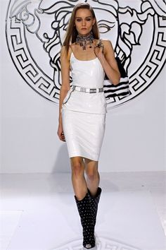 Sfilata Versace Milano - Collezioni Autunno Inverno 2013-14 - Vogue