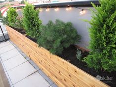 DIY pallet and wood planter box ideas don't have to be predictable. Discover the best designs that will give your deck a touch of style in DIY planter box designs, plans, ideas for vegetables and flowers Long Planter Boxes, Vegetable Planter Boxes, Planter Box Plans, Wood Planter Box, Raised Planter, Vegetable Gardening, Organic Gardening, Planter Pots, Urban Gardening