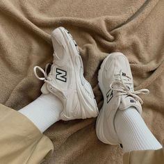 New Balance Show yo dope > COP that >. Sock Shoes, Cute Shoes, Me Too Shoes, Dream Shoes, Crazy Shoes, Sneakers Fashion, Fashion Shoes, Fashion Outfits, Socks Outfit