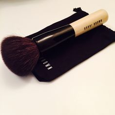 Bobbi Brown Bronzer Brush Bobbi Brown Must Have Bronzer Brush.  In great condition. Bobbi Brown Makeup Brushes & Tools
