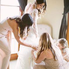Madrinas y cómplices en el arreglo de la novia, clave para que todo sea perfecto #pejotta