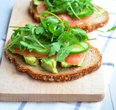Lekkere lunchtip! Broodje gerookte zalm en avocado.