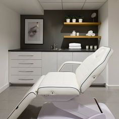 Eden skin clinic within toni&guy london, gloucester road beauty room salon, beauty salon interior Clinic Interior Design, Clinic Design, Schönheitssalon Design, Design Ideas, Beauty Treatment Room, Deco Spa, Beauty Room Salon, Beauty Salon Design, Beauty Salon Interior