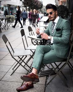 Dashing Formal Outfit Ideas for Stylish Men 20 Gentleman Mode, Gentleman Style, Mode Masculine, Mens Fashion Suits, Mens Suits, Suit Men, Oversized Fashion, Costume Vert, Traje Casual