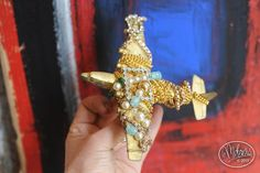 Surreal Couture, stunning brooch made out of a vintage Dinky Toys toy plane enhanced with gold leaf, gilt chains and various beads, pearls and rhinestones mounted on brass wire, Collection BillyBoy*. Tokyo, Beaded Brooch, Fantasy Jewelry, Paris, Gold Leaf, Making Out, Surrealism, Brooches, Plane