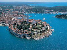 La ciudad croata de Rovinj rivaliza con la mismísima Dubrovnik por el título de 'perla del Adriático'. Determinar cuál de las dos merece ser coronada como tal es una difícil elección. Lo cierto es que Rovinj es uno de los destinos más [...]