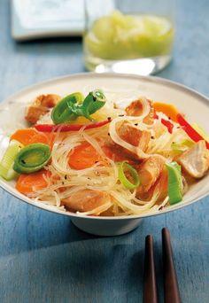 Glasnudel-Asia-Salat - Kartoffelsalat und Co.: 7 neue Rezepte - Der Klassiker schlechthin aus Asien: Lecker gewürzter Glasnudelsalat mit Chili, Knoblauch und viel frischem Gemüse. Zutaten (4 Portionen): 500 g Hähnchenbrustfilet...