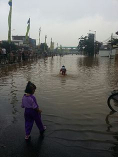 Sad weeks in jakarta... floods everywhere