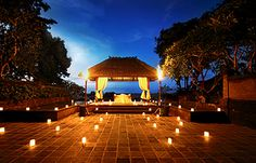 Candle light dinner for two in a private villa at Ayana Resort & Spa in Bali. Romantic Dates, Romantic Dinners, Romantic Getaways, Romantic Ideas, Ayana Resort Bali, Resort Spa, Miriam Makeba, Best Seafood Restaurant, Bali Honeymoon