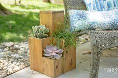 Double-Duty Design: How to Build a Side Table Atop a Small Garden | eHow Garden Side Table, Patio Table, Diy Table, Diy Wooden Planters, Diy Planter Box, Wood Patio, Diy Patio, Garden Bed Layout, Garden Beds