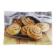 IKEA - KANELBULLAR, Zimtschnecke vorgebacken, gefr., Mit Weizenmehl und Zimt. 15 Min. aufbacken. Dazu passt z. B. Kaffee, Tee oder Preiselbeersaft. Packungsinhalt 6 Stück.