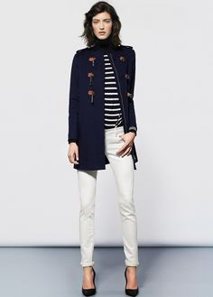 Coat with lobster clasp fastening