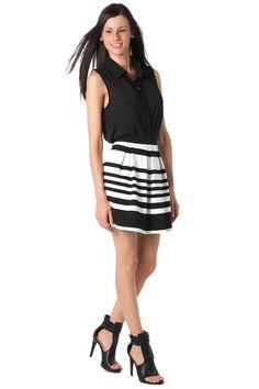 Minifalda con diseño monocromático