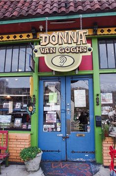 Donna Van Goghs located in the Candler Park neighborhood of Atlanta, Georgia (photo by jwcjr via flickr)