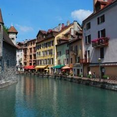 For a vacation sure to float your boat, head to one of these beautiful canal cities or regions.