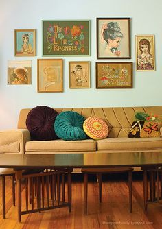 retro living room with dijon mustard sofa and colorful pillows Gallery Wall, Retro Home, Decor, Retro Living Rooms, Vintage House, Retro, Diy Wall Art, Kitschy, Mustard Sofa