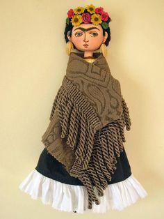Frida Kalho avec les boucles d'oreilles main par maxsoncollection