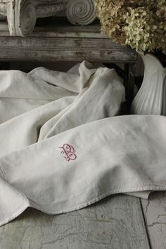 Antique French linen sheet: 'B' hand stitched monogram: The Textile Trunk Jute, French Country Style, Country Chic, English Decor, Vintage Textiles, Vintage Linen, French Fabric, Linen Sheets, Linens And Lace