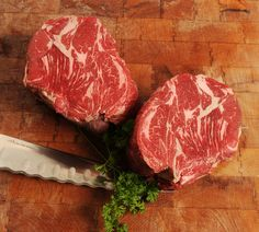 SO WHAT'S THE DIFFERENCE BETWEEN CHUCK ROAST AND CHUCK STEAK?!