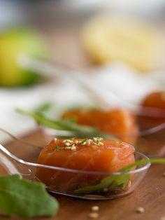 daditos de salmón en salsa teriyaki y jengibre