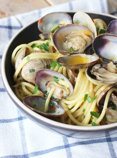 I Love Food, A Food, Good Food, Yummy Food, Spaghetti Vongole, Wine Recipes, Pasta Recipes, Low Budget Meals, Pasta Noodles