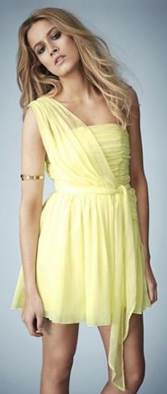 Vestido ombro só amarelo - http://vestidododia.com.br/modelos-de-vestido/como-usar-vestidos-de-ombro-so/