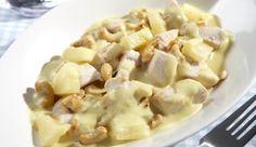 Mit MAGGI macht kochen Spaß – zum Beispiel das exotische Curry-Hähnchen-Geschnetzelte mit Ananas und Kokosmilch.