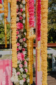 Simple & DIY Decor Ideas for your Mehendi/Haldi function at Home. With Backdrops and Flowers, We have so many Ideas for you.#shaadisaga #indianwedding #mehendidecorideas #mehendidecorideasathome #mehendidecorideassimple #mehendidecorideasoutdoor #mehendidecorideasbackdrops #mehendidecorideasdiy #mehendidecorideasathometerrace #mehendidecorideasathomesimplediy #mehendidecorideassatgedecorations #mehendidecorideasbackdropphotobooths Goa Wedding, Sunset Wedding, Wedding Venues, Mehendi Decor Ideas, Mehndi Decor, Teal Eyes, Shyamal And Bhumika, Marigold Flower, Groom Outfit