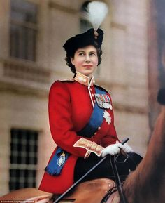 Prince Charles looks like Prince Harry in Royal photo of him with beard Hm The Queen, Her Majesty The Queen, Save The Queen, Prince Philip, Prince Charles, Prince Harry, Lady Diana, Palais De Buckingham, Young Queen Elizabeth