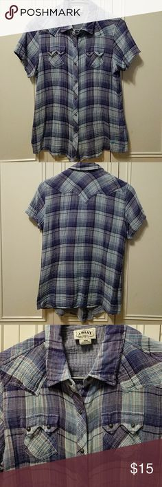 Ariat short sleeve button up Short sleeve button, very clute with jeans and boots Ariat Tops Button Down Shirts