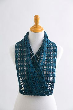 Blue Raspberry Infinity Scarf by Jill Wright - free pattern from December 1 to December 12 here : http://www.ilikecrochet.com/crochet-scarf-patterns/blue-raspberry-infinity-scarf/