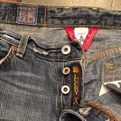 Women's Lucky Brand Easy Rider Jeans Super comfy Women's Lucky Brand Easy Rider Button-Fly Jeans. Good Condition from smoke free home. No trades & priced to sell. Lucky Brand Jeans Straight Leg