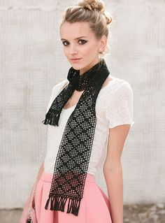 This crochet scarf is so elegant.