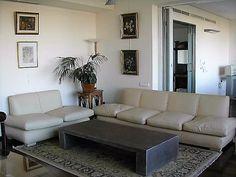 Uno de nuestros primeros proyectos fue este salón de lujo en una vivienda de Santander. Un ejemplo de proyecto 360º, en el que nos encargamos de la dirección de obra, interiorismo y construcción, así como la gestión de licencias. Couch, Furniture, Home Decor, Interiors, Home, Blue Prints, Settee, Decoration Home, Sofa