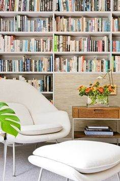 How to build your own wall to wall bookshelf. Photo courtesy of Houzz.com