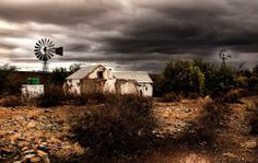 Mooi Karoo Landscape Artwork, Landscape Photos, Love Pictures, Pictures To Paint, Derelict House, South Afrika, Old Windmills, Building Painting, Country Barns