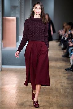 A cropped sweater is the must-have piece for pairing with your high-waisted fall bottoms. This rich burgundy runway favorite complements a variety of sartorial ensembles. High Waisted Culottes, Colourful Outfits, Skirt Outfits, Modest Fashion, Autumn Winter Fashion, Runway Fashion, Couture, Street Style, Style Inspiration