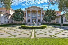 A fachada da nova casa de Britney Spears em área nobre de Los Angeles (Foto: Reprodução Instagram)