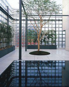 Maison Hermès, Tokyo, Japan, by Renzo Piano Architecture Du Japon, Education Architecture, Contemporary Architecture, Interior Architecture, Interior And Exterior, Architecture Diagrams, Architecture Portfolio, Interior Design, Renzo Piano